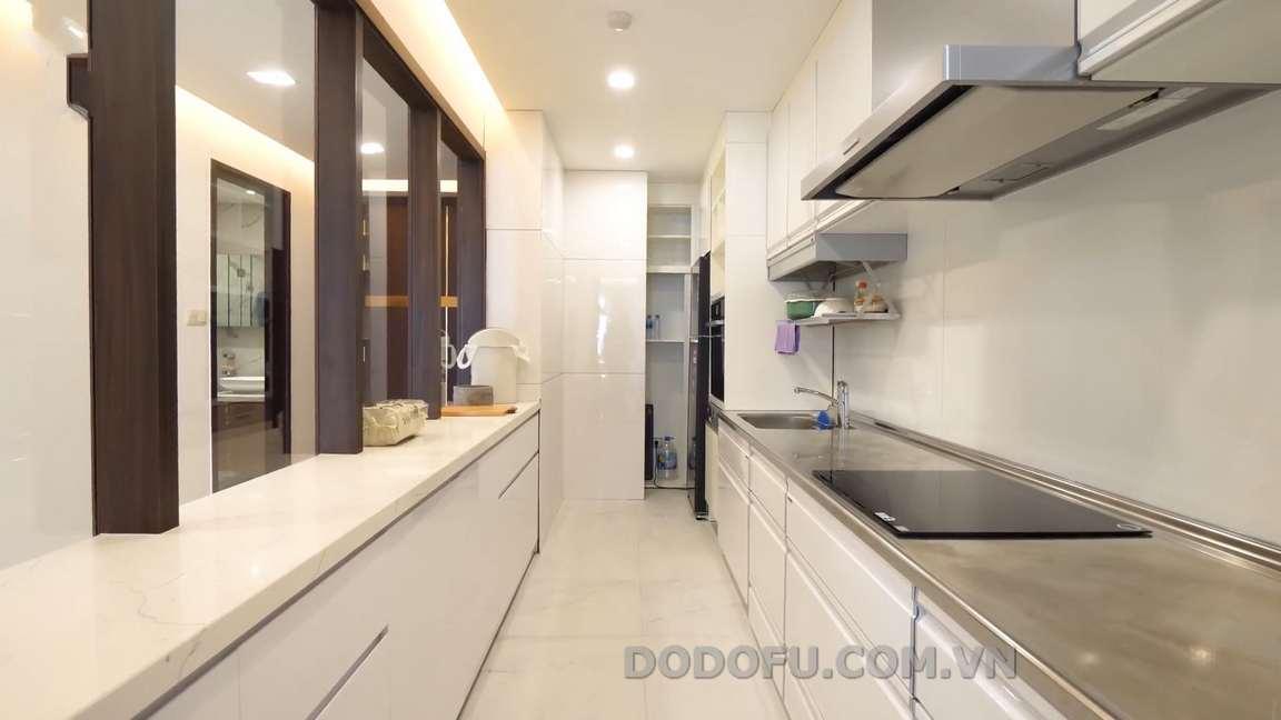 Tủ bếp dọc trong căn hộ chung cư đẹp